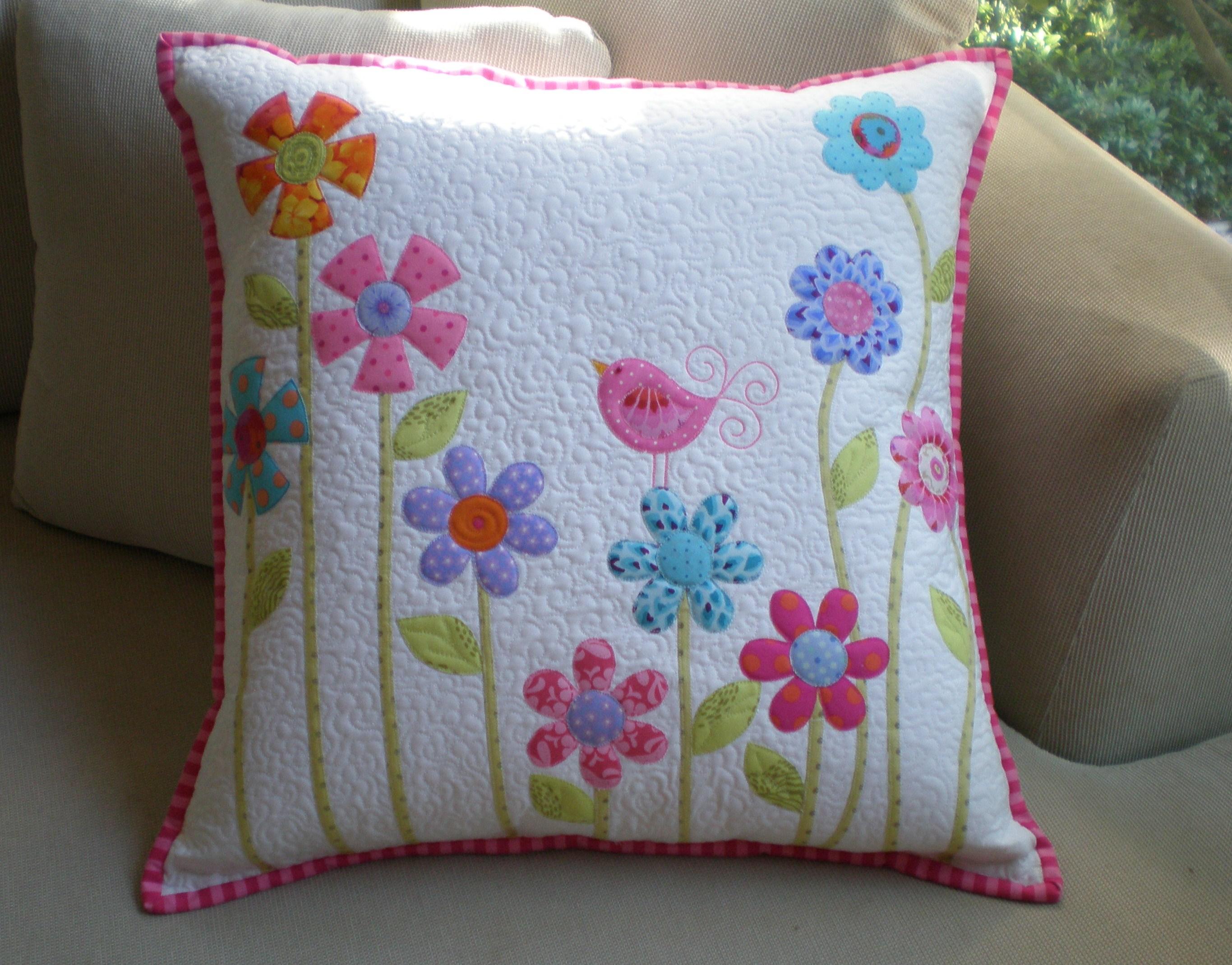 Dont look now!: flower garden pillow tutorial .